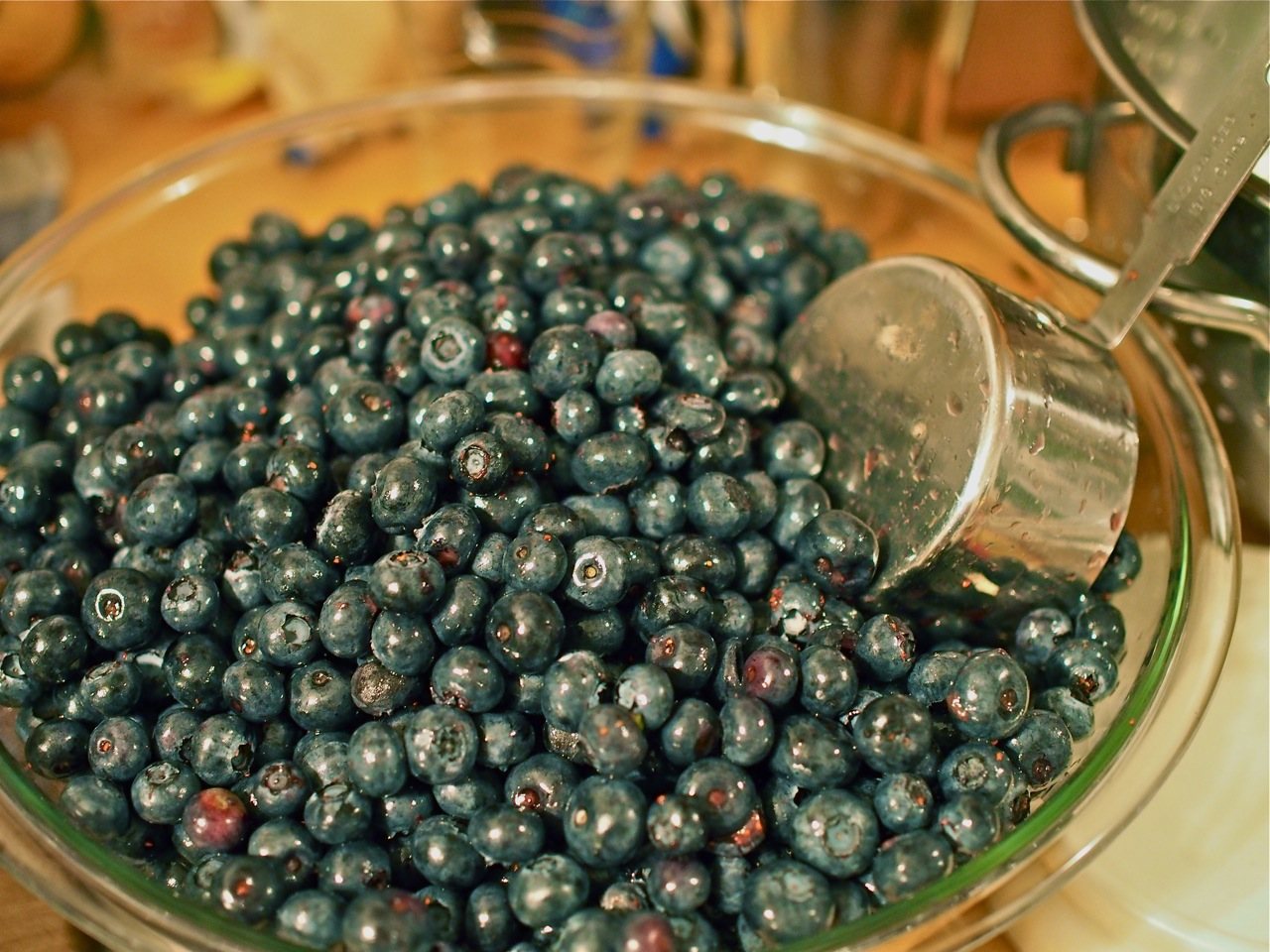 Cleaning blueberries